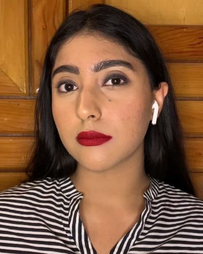 3 wearable eyelooks with red lips