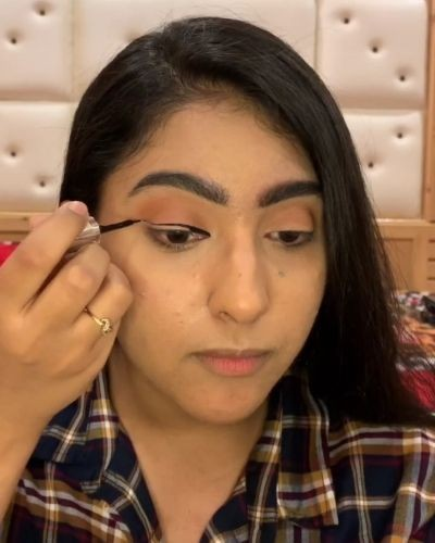 How To Achieve A Winged Eyeliner In 2 Easy Simple Steps