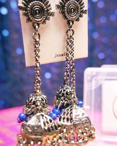 These jhumkis give chic look