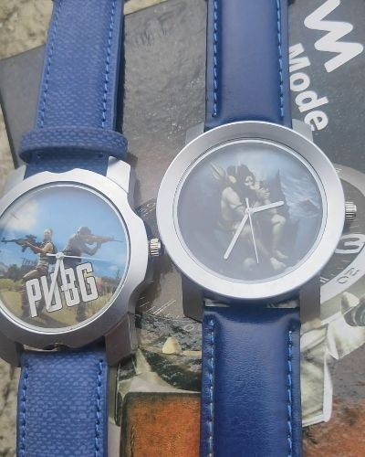 Stylish combo of graphic watches