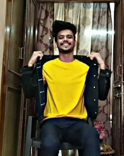 Mustard T-shirt that you pair in different style