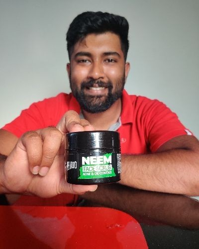 Prevent acne and oil on your skin with this Neem face scrub
